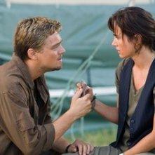Jennifer Connelly e Leonardo DiCaprio in una sequenza del film Blood Diamond - Diamanti di sangue