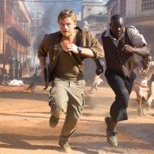 Leonardo DiCaprio e Djimon Hounsou in una sequenza del film Blood Diamond - Diamanti di sangue