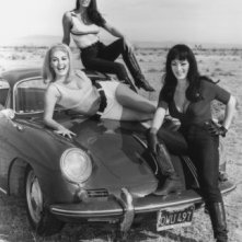 Haji, Lori Williams e Tura Satana in FASTER, PUSSYCAT! KILL! KILL!