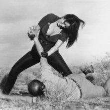 Tura Satana e Stuart Lancaster in una scena di FASTER, PUSSYCAT! KILL! KILL!