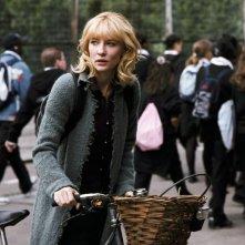 Cate Blanchett in una scena del film Diario di uno scandalo