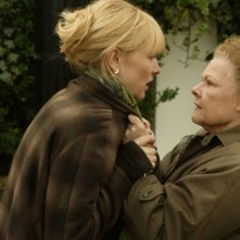 Cate Blanchett e Judi Dench in una scena drammatica del film Diario di uno scandalo