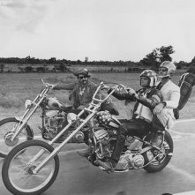 Dennis Hopper con Jack Nicholson e Peter Fonda in una scena di Easy Rider