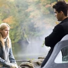 Laura Ramsey con Steven Strait in una scena del film The Covenant