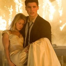 Laura Ramsey e Steven Strait in una scena del film The Covenant
