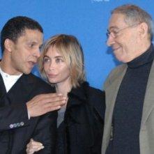 Sami Bouajila, Emanuelle Béart e André Téchiné alla Berlinale 2007 per il film Les Témoins