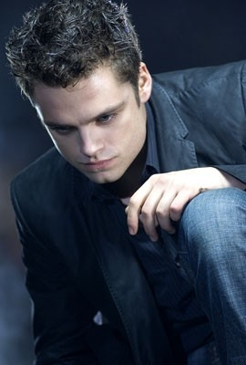 Una immagine di Sebastian Stan in una scena del film The Covenant