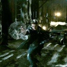 Sebastian Stan in una sequenza del film The Covenant