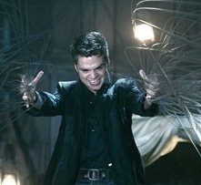 Sebastian Stan in una scena del film The Covenant