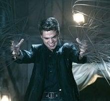 Sebastian Stan in una scena del film The Covenant