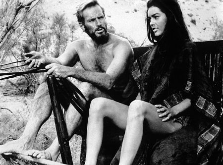 Charlton Heston E Linda Harrison In Una Scena De Il Pianeta Delle Scimmie 37011