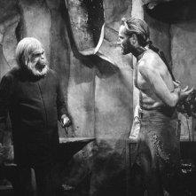 Charlton Heston e Maurice Evans in una scena de Il pianeta delle scimmie