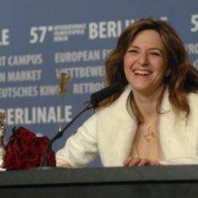 Berlinale 2007: Martina Gedeck riceve l'Orso d'Argento in rappresentanza dell'intero cast di The Good Sheperd di De Niro, per il contributo artistico