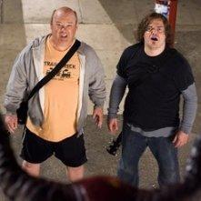 Jack Black e Kyle Gass in una scena di Tenacious D e il destino del rock (2006)
