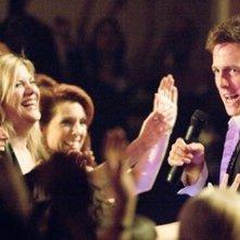 Kristen Johnson e Hugh Grant in una scena di Scrivimi una canzone