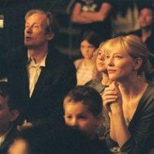 Cate Blanchett e Bill Nighy in una scena del film Diario di uno scandalo
