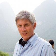 il regista John Curran sul set de Il velo dipinto