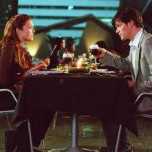 Mandy Moore e Tom Everett Scott in una scena del film Perchè te lo dice mamma