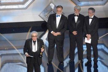 Martin Scorsese, Oscar 2007 come miglior regista per The Departed, viene premiato da Francis Ford Coppola, Steven Spielberg e George Lucas