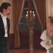 Edward Norton e Jessica Biel in una scena del film The Illusionist