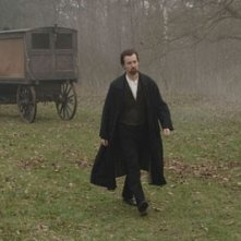 Ed Norton in una scena del film The Illusionist