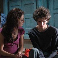 Giovanna Mezzogiorno e il giovane Andrea Miglio Risi in una scena del film Lezioni di volo