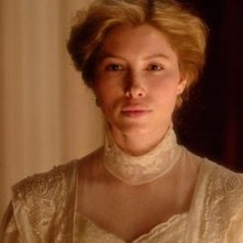 Jessica Biel in una scena del dramma The Illusionist