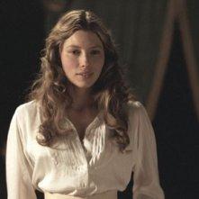 Jessica Biel in una scena del film The Illusionist