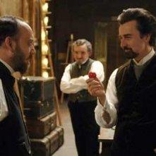 Paul Giamatti e Edward Norton in una sequenza del film The Illusionist