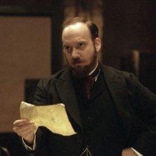 Paul Giamatti in una scena del film The Illusionist