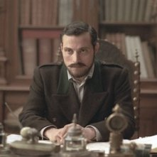Rufus Sewell in una sequenza del film The Illusionist, del 2006