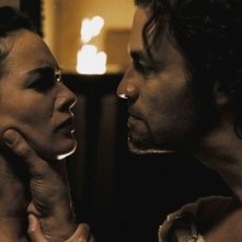 Dominic West e Lena Headey in una scena del film 300