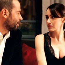 Fabio Volo e Anita Caprioli in una scena del film Uno su due