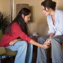 Jennifer Lopez e Maya Zapata  in una scena del film Bordertown