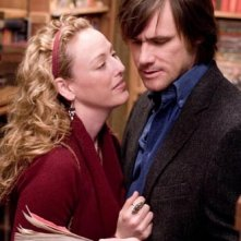 Virginia Madsen e Jim Carrey in una scena del film The Number 23