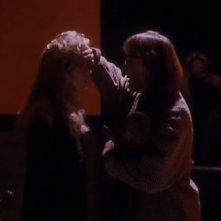 Sheryl Lee e Catherine E. Coulson in una scena di FUOCO CAMMINA CON ME