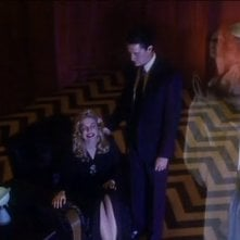 Sheryl Lee e Kyle MacLachlan in una scena di FUOCO CAMMINA CON ME