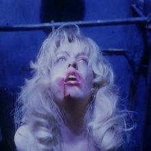 Sheryl Lee in una scena drammatica di FUOCO CAMMINA CON ME