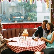 Eddie Murphy, Cuba Gooding Jr. e Thandie Newton in una scena del film Norbit