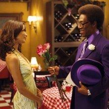 Eddie Murphy accanto a Thandie Newton in una scena del film Norbit