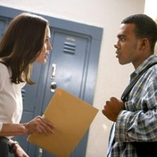 Hilary Swank e Mario in una scena del film Freedom Writers