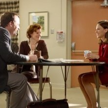 Hilary Swank, John Bejamin Hickey e Imelda Staunton in una scena del film Freedom Writers