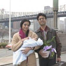 Tabu e Irrfan Khan in una scena del film The Namesake