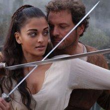 Aishwarya Rai accanto a Colin Firth in una scena del film L'ultima legione