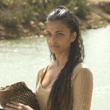 l'attrice Aishwarya Rai in una scena del film L'ultima legione