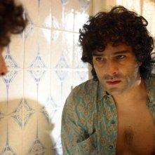 Marco Leonardi in una scena del dramma Maradona, la mano di Dio