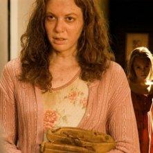 Andrea Frankle e AnnaSophia Robb in una scena del film I segni del male