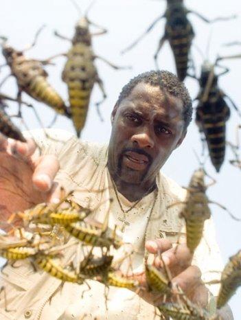 Idris Elba in una scena del film I segni del male (The Reaping)