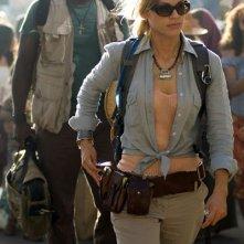 Hilary Swank e Idris Elba in una scena del film I segni del male