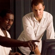 Idris Elba e David Morrissey in una scena del film I segni del male
